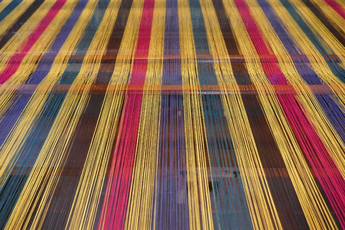 Coloured fibres on a loom